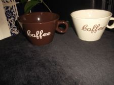 PAIR OF STYLISH MUGS CUPS COFFEE LOGO DESIGN 1 = BROWN 1 = CREAM GREAT SHAPE